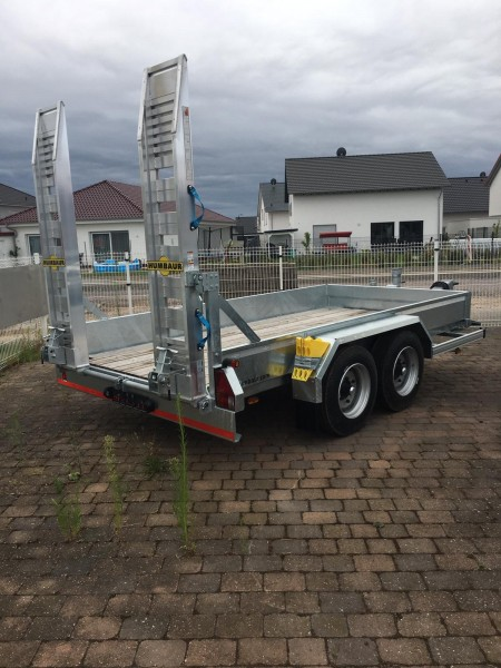 HS 654020 BS Baumaschinentransporter Bohlen stehend
